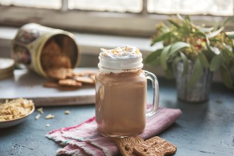 Almond, Date, & Chocolate Smoothie