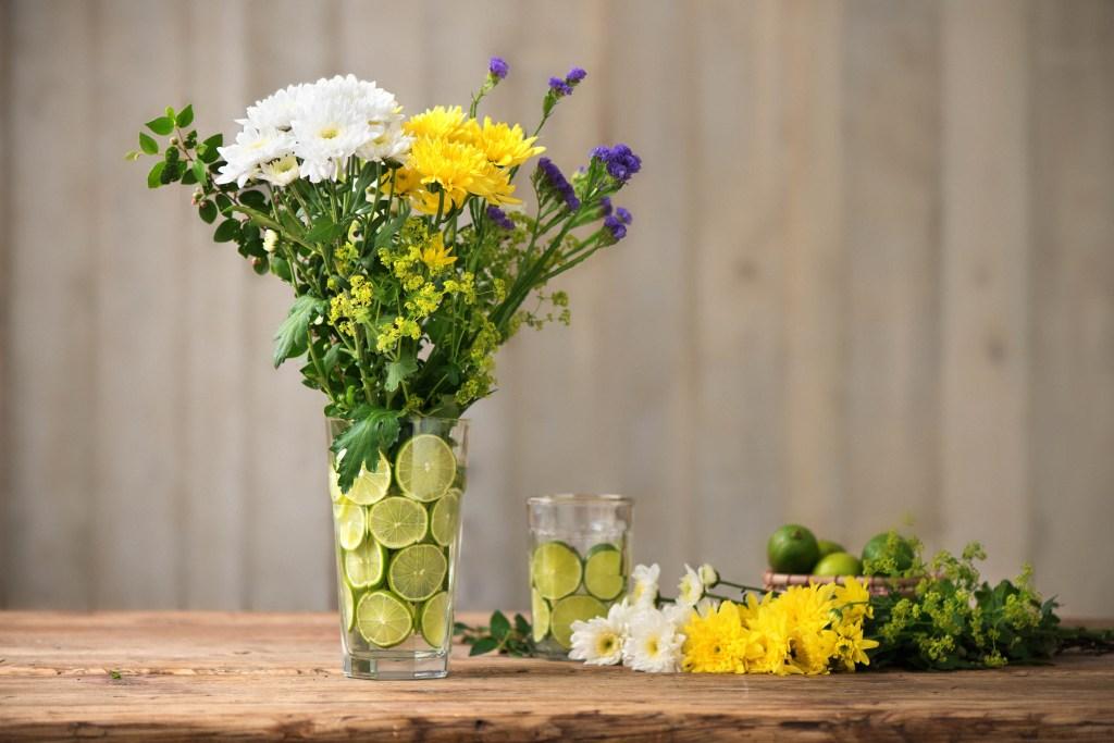 Reasons-We-Love-Limes-HelloFresh-citrus-flowers-vase-DIY