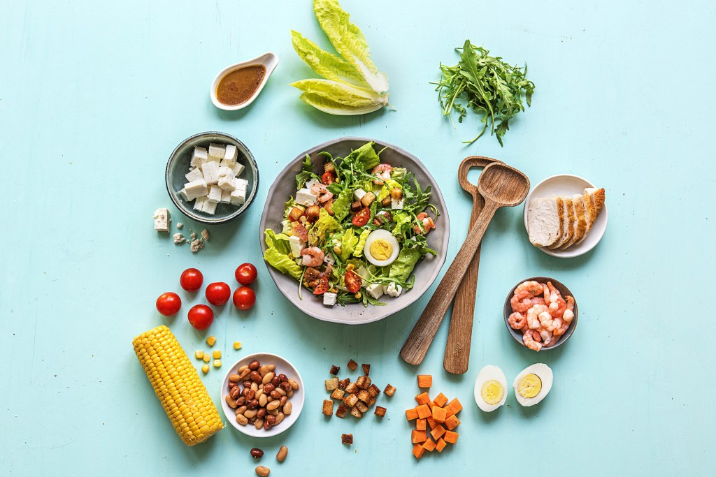 salad-food bar-HelloFresh