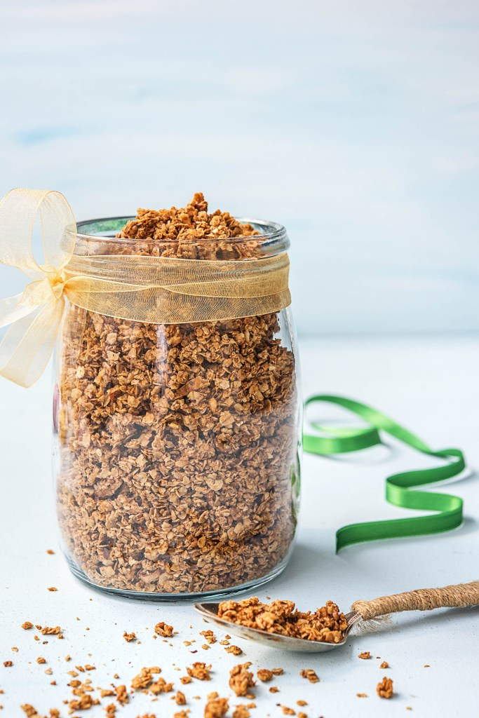 edible gifts-DIY-granola-HelloFresh