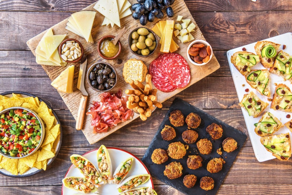 summer party-tips-tricks-recipes-HelloFresh-mezze-appetizers