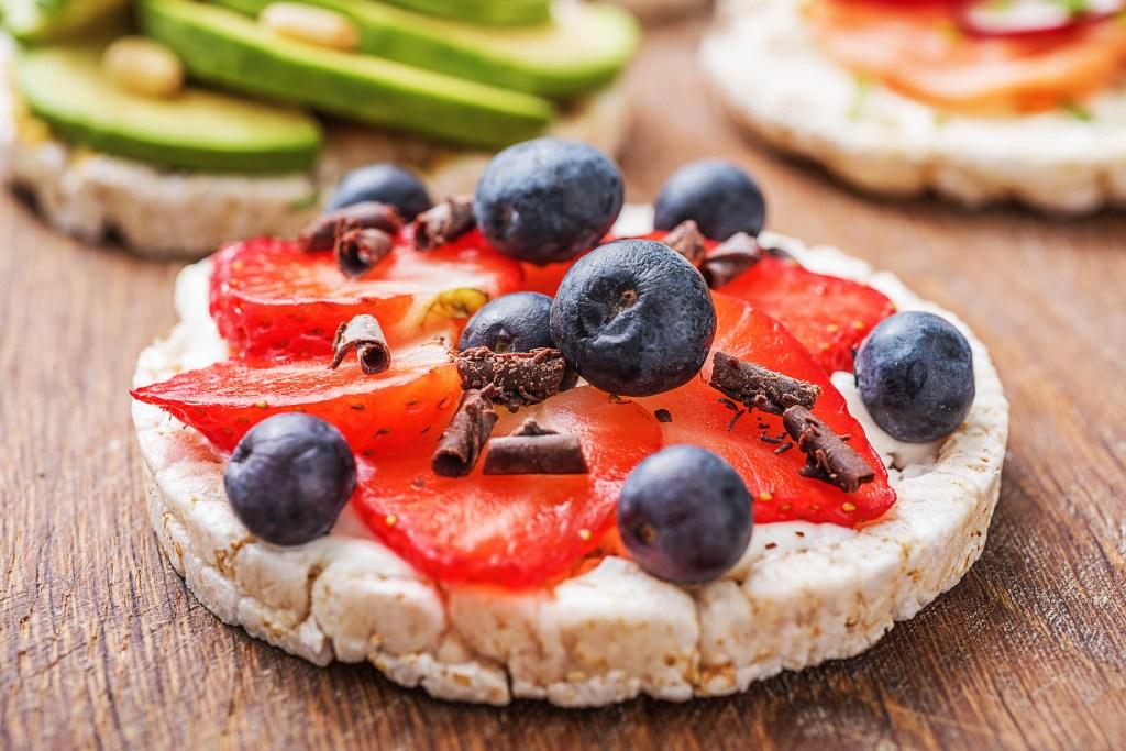easy snacks-rice cakes-yogurt-berries-HelloFresh