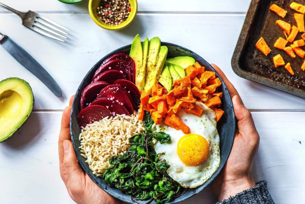 Wieso nicht: Salat mit einem Spiegelei und Roter Bete