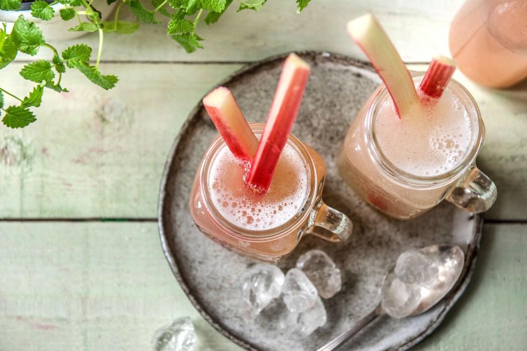 Zwei leckere Rhabarber Rezepte: Rhabarber-Schorle