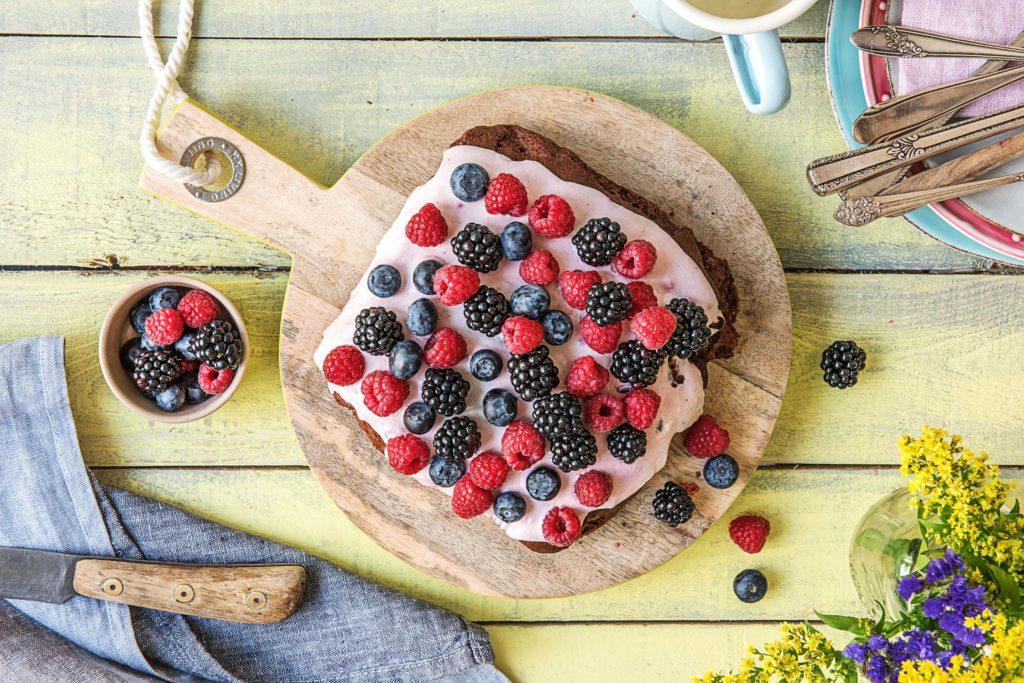 Sommer Dessert: Unsere Brownie-Beeren-Torte
