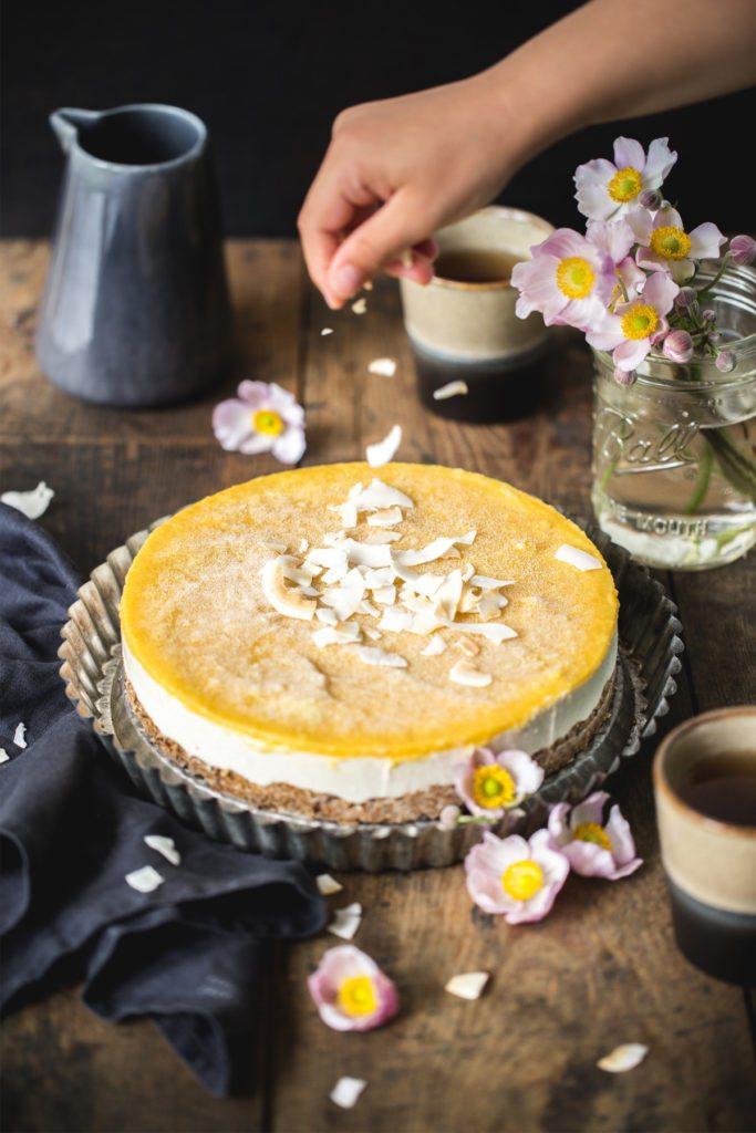 Raw Coconut Cake mit Mango
