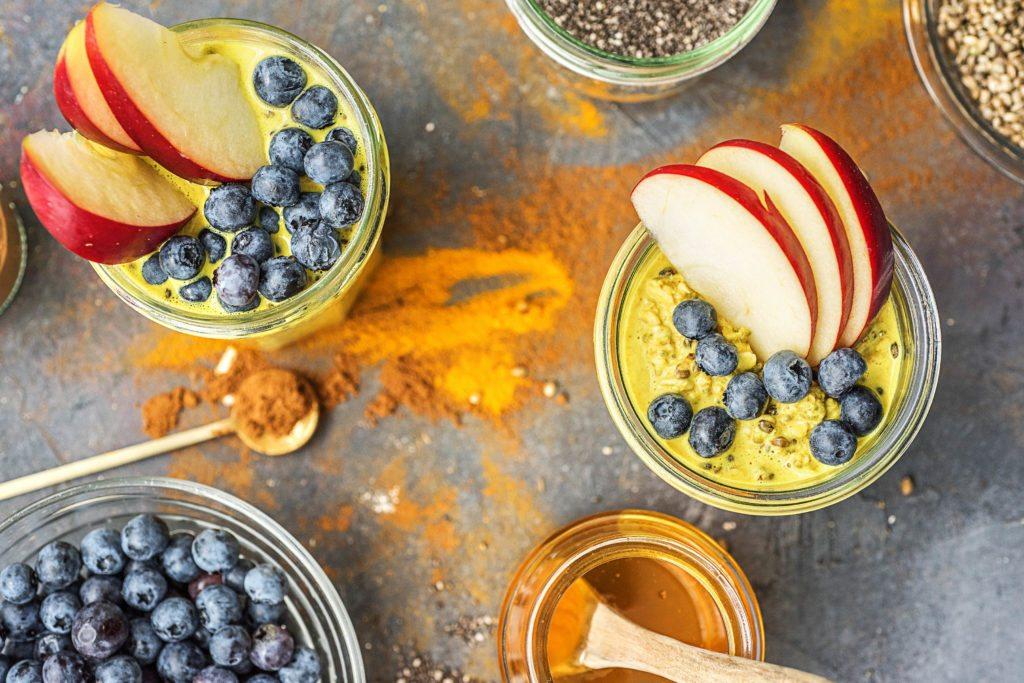 Goldene Milch mit Haferflocken