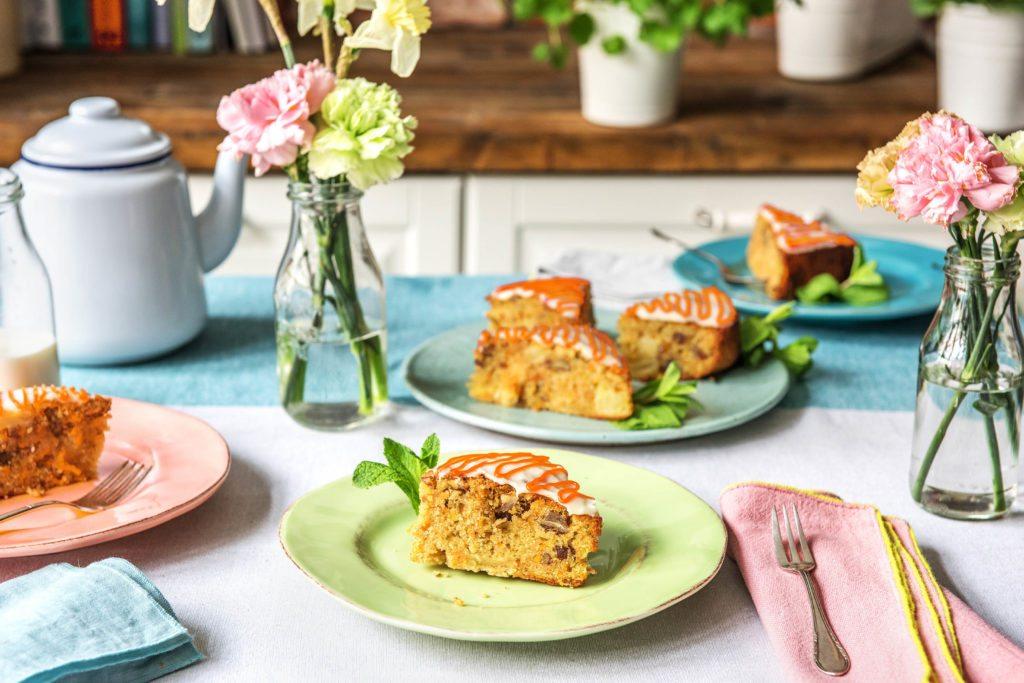 Karottenkuchen auf dem Oster-Tisch