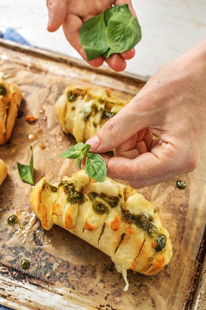 Picknick Rezept Nr. 2: Pesto-Fächerbrötchen