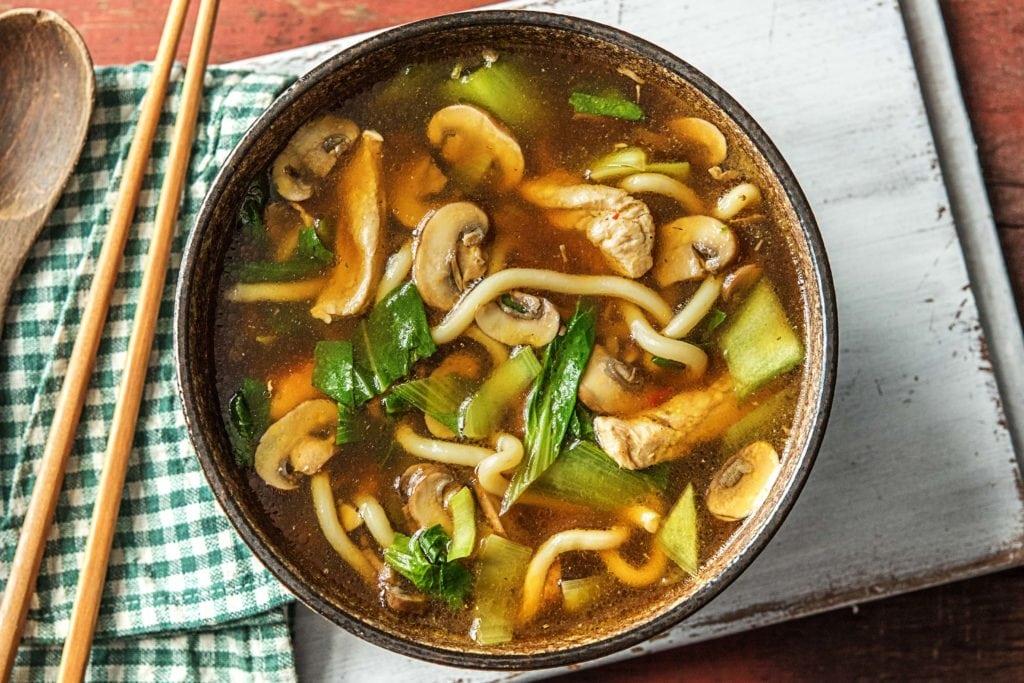 Essbare Pilze in der Suppe