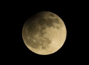Partielle Mondfinsternis vom 25.04.2013 um ca. 22:15