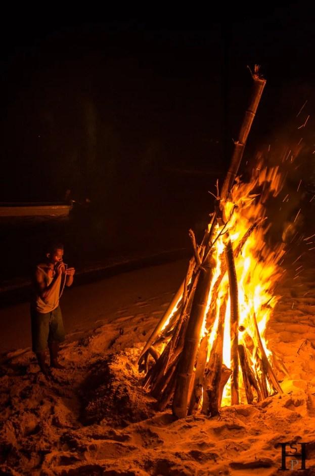 20120719-210504-Fidschi, Lagerfeuer, Mana Island, Mana Lagoon Backpackers, Weltreise-_DSC0001