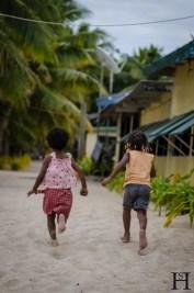 20120720-163504-Fidschi, Kinder, Mana Island, Mana Lagoon Backpackers, Weltreise-_DSC0004