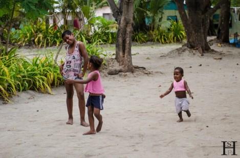 20120723-161033-Dorf, Fidschi, Kinder, Mana Island, Weltreise-_DSC0144