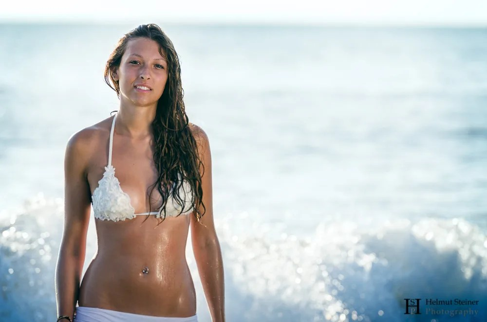 Girl in front of a wave in the sea
