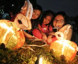 Children especially enjoy Mid-Autumn