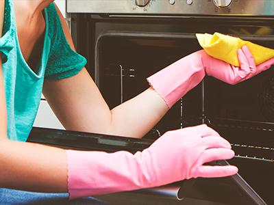 Limpe as grades do forno com vinagre