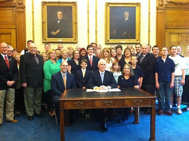 Gov. Pence signs H.B. 1427 on May 11, 2013 . Photo credit: Jackie Rhoton