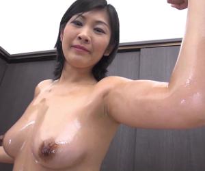 【筋肉熟女】身体鍛えてマンコ鍛えてバイブと生チンポで締まりをチェックwww