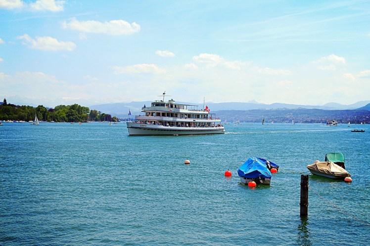 Zürichsee mit Schiff