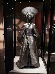 queen apailana costume