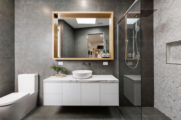 clean bathroom mirrors