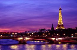 A view of the Eiffel Tour from the Seine River at night