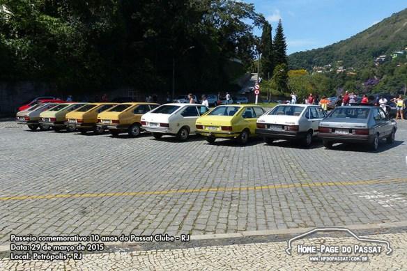 Reunidos ao lado do Palácio Quitandinha