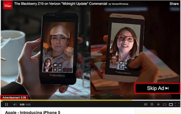 Vídeo do YouTube reproduzindo o anúncio TrueView In-Stream com a opção Ignorar anúncio no canto inferior direito