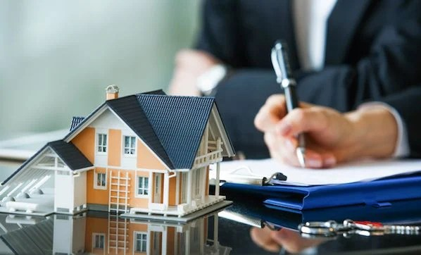How to Plan, Start, & Grow a Real Estate Business: 22 Essential Tips