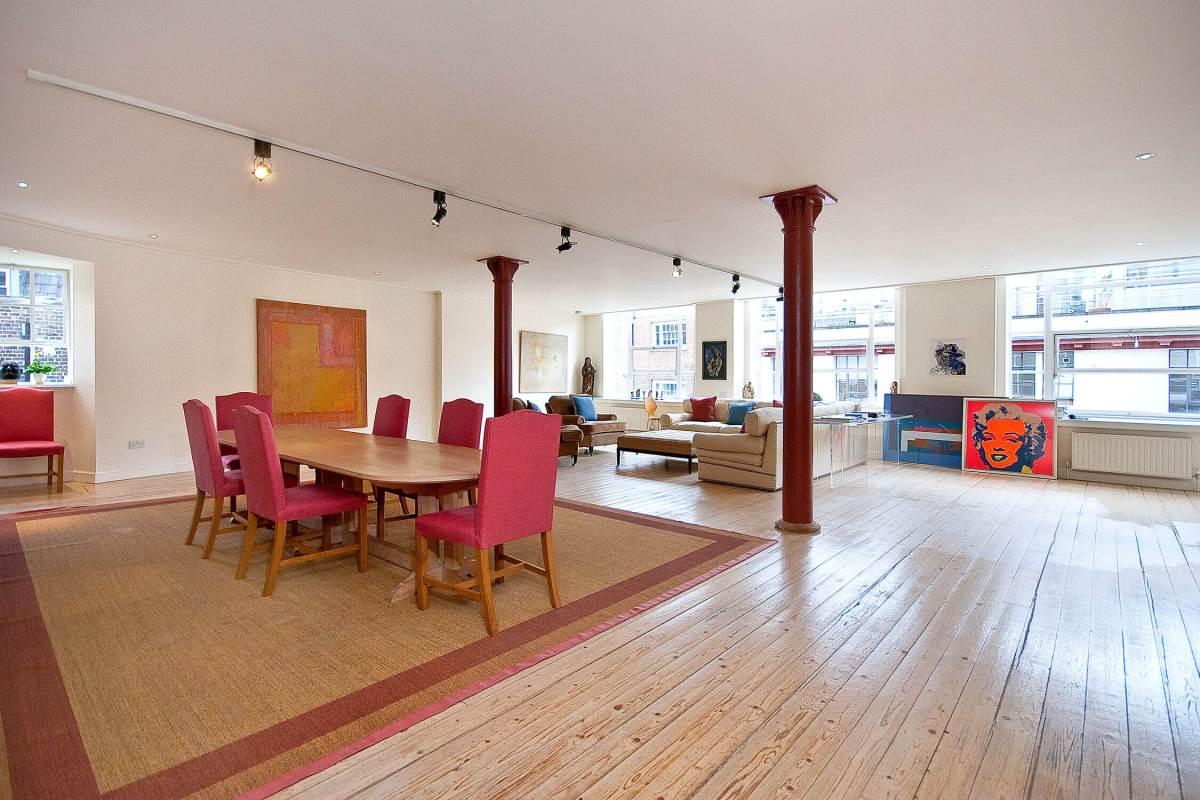 Bright 2 Bedroom Apartment in Denmark House, Cowcross Street, Clerkenwell, Farringdon, EC1