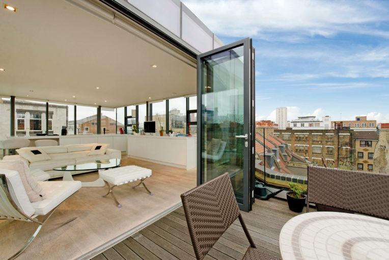City Fringe Living in a Glass Box, Whitechapel, E1