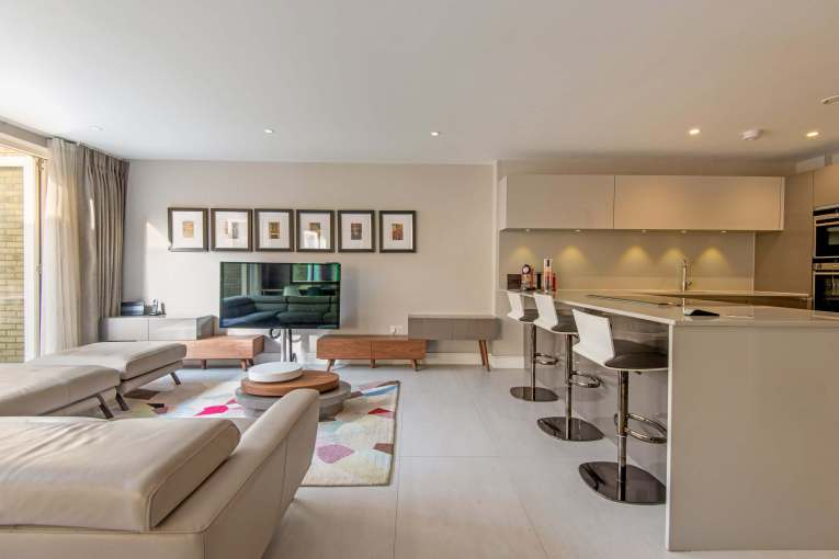 Stunning three bedroom split level apartment in Heart of Bloomsbury, WC1