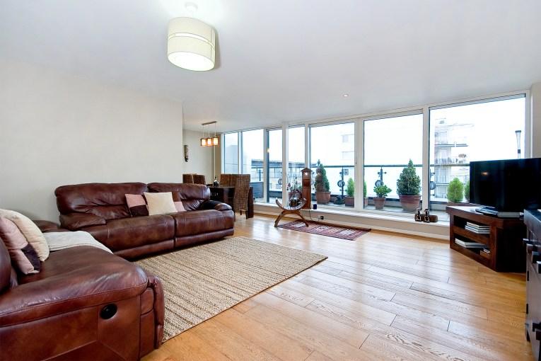 Stunning Three Bedroom Property With Dual Aspect Views, Berglen Court, E14