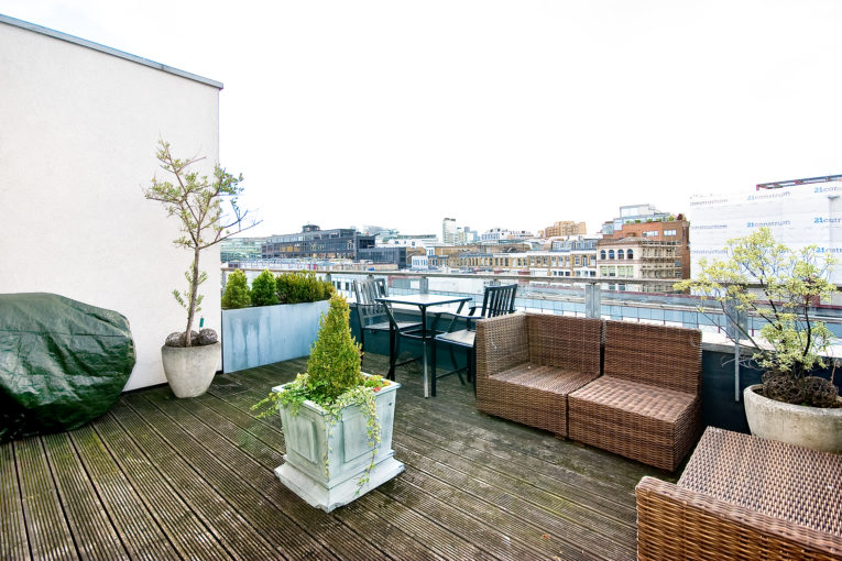 Luxurious 2 Bedroom Penthouse Apartment with Large Terrace, Turnmill Street, EC1