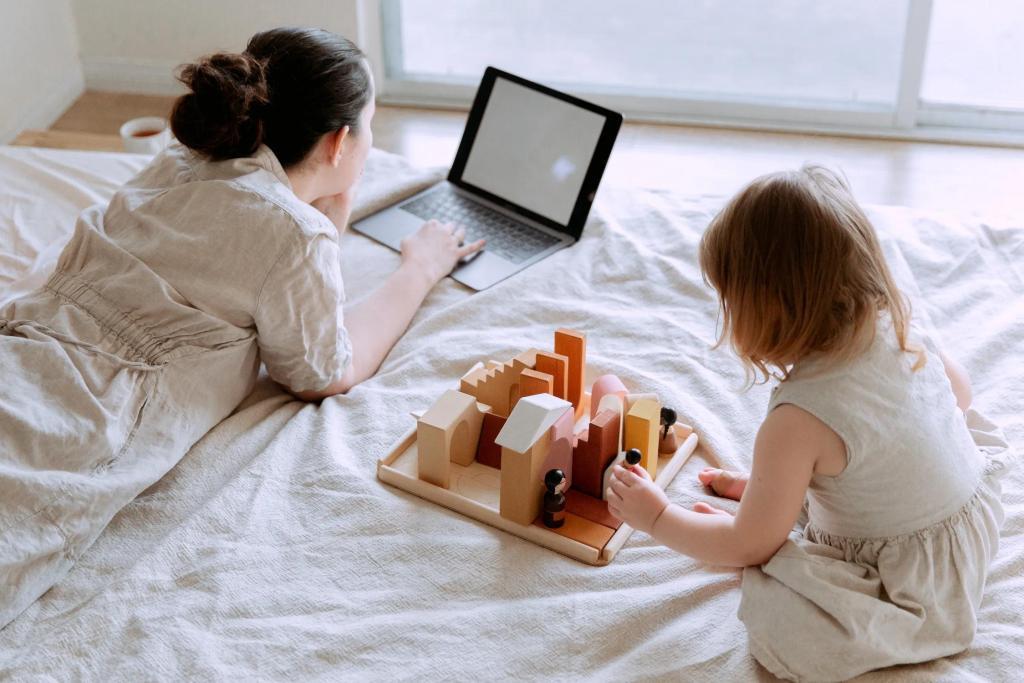 Mãe e filha juntas na cama estudando