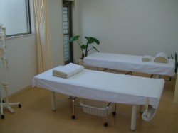 カーテンのある施術室