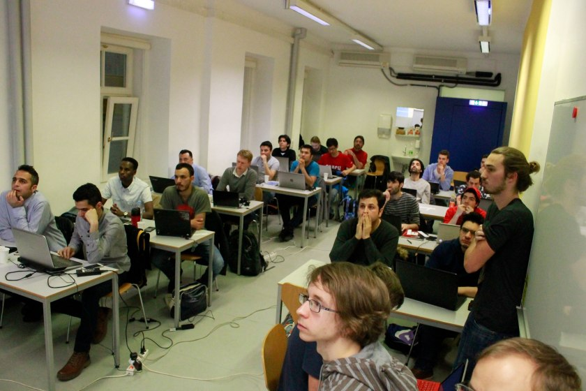 Gemeinnützige Programmierschule refugees{code} sucht co-learning und co-working raum