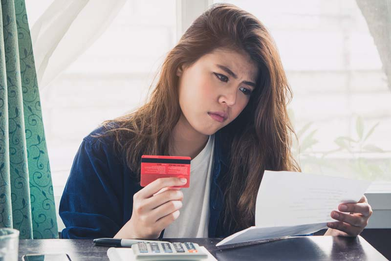 Menyalahgunakan Kartu Kredit