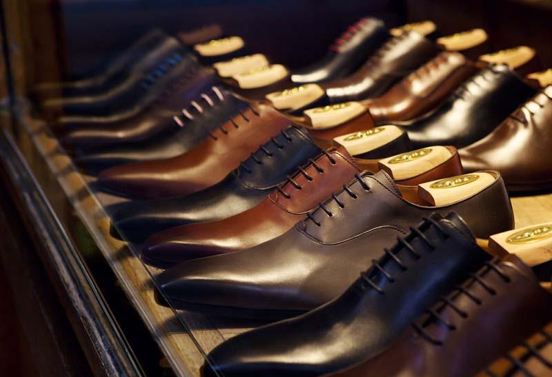 Pilih Sepatu Kulit