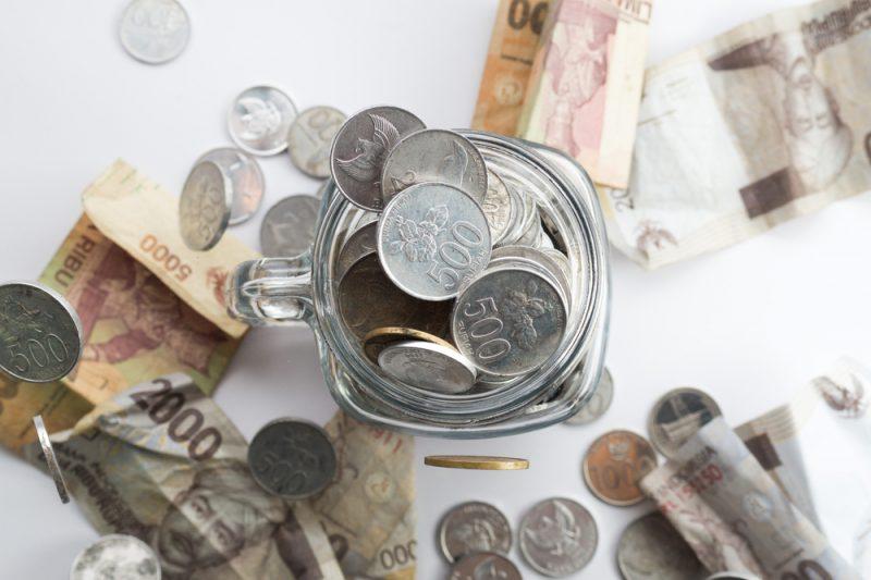 Simpan Uang Recehan di Celengan