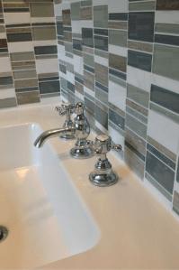 How to create a summer home feel in a 5 x 8 bathroom ...