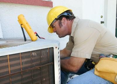 repair man fulfilling a maintenance contract