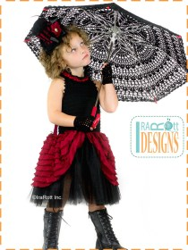 victorian goth dress and parasol