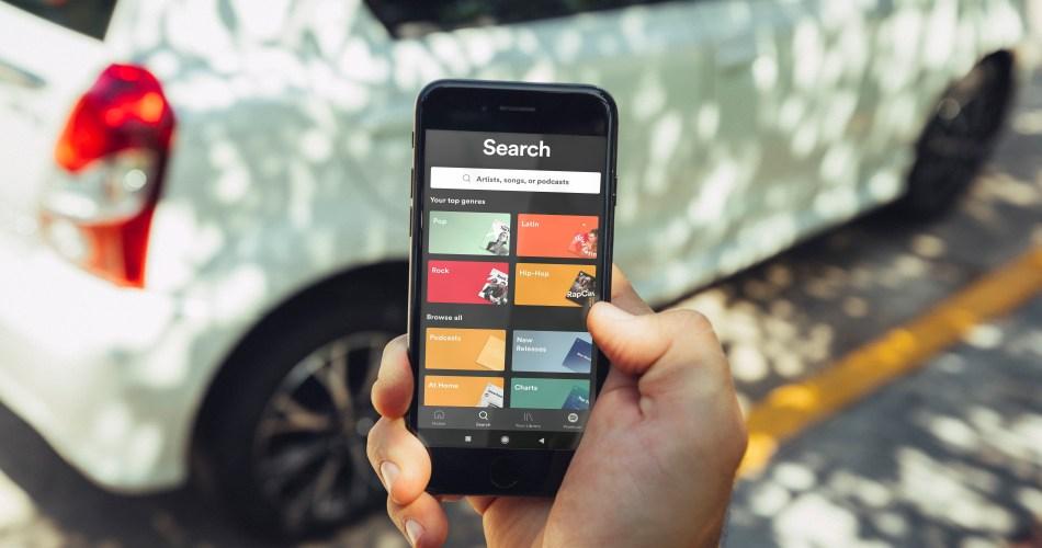 Las apps que no te pueden faltar en el auto