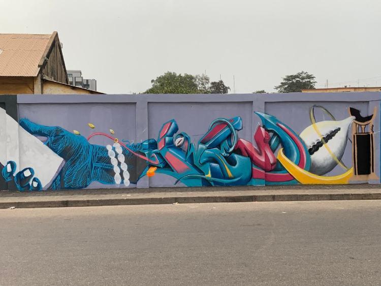 Fresque murale réalisée durant le festival d'art urbain et de graffiti Effet Graff 6 représentant un pont entre la tradition et la modernité