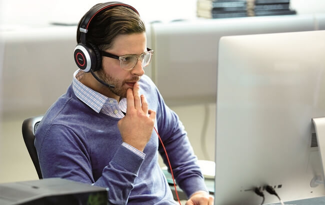 Man focusing on work with a Jabra Evolve 80