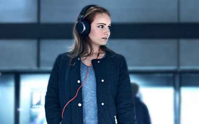 Woman wearing Jabra Evolve 65 in the library