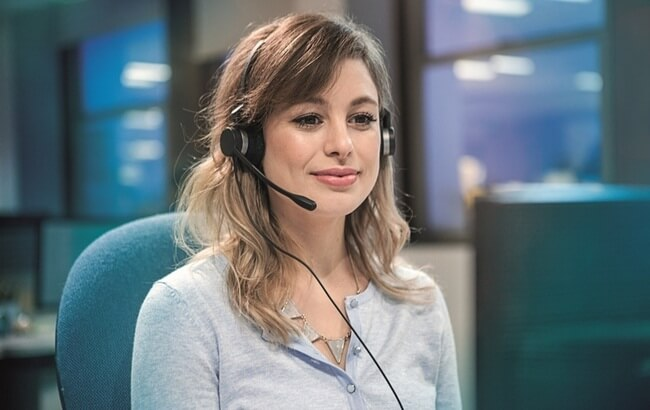 Call center agent wearing Jabra Biz 2300