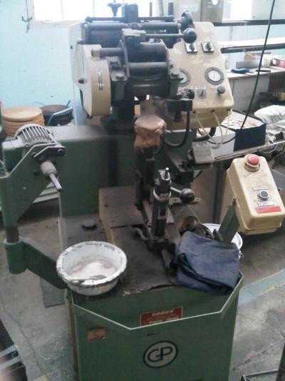 montages des chaussures Cousu goodyear machine